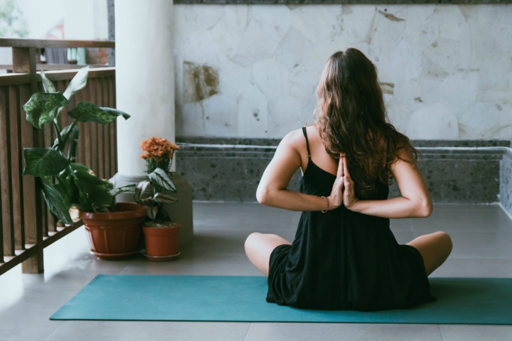 Jak zacząć praktykować jogę w domu?